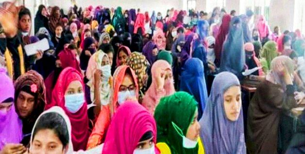 ১০ হাজার টাকার গুজবে শিক্ষাপ্রতিষ্ঠানে শিক্ষার্থীদের ভিড়