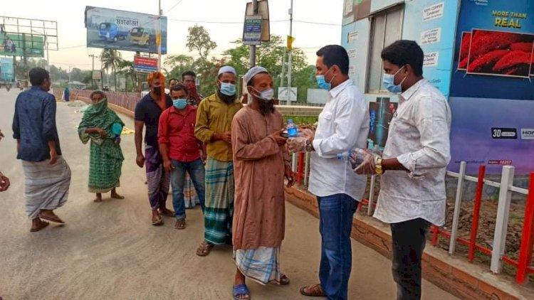 দিন খেটে খাওয়া মানুষের পাশে ইফতার নিয়ে রংপুর জেলা ছাত্রলীগ
